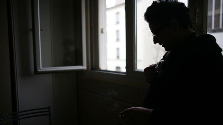 """""""Le stress lié à l'épidémie et au confinement va aggraver"""" les troubles psychiatriques des malades, prévient une spychiatre (illustration). (CHRISTOPHE SIMON / AFP)"""