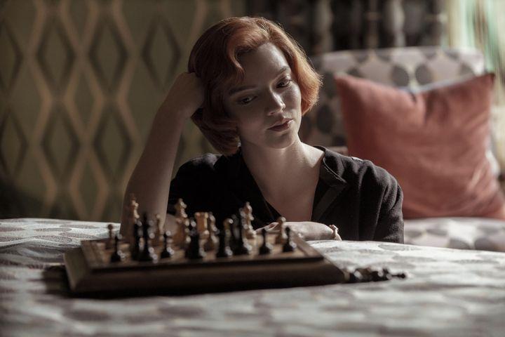 ANYA TAYLOR-JOY (BETH HARMON) dans Le jeu de la dame. (Phil Bray/ Netflix)