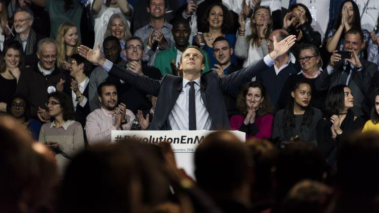 Emmanuel Macron lors d'un meeting de candidature à Paris, le 10 décembre 2016. (SAMUEL BOIVIN / AFP)
