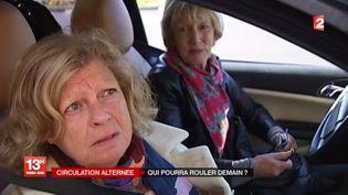 Une Francilienne cherche une solution pour se rendre sur son lieu de travail, le 16 mars 2014, avec la circulation alternée qui entre en vigueur le lendemain. (FRANCE 2  / FRANCETV INFO)