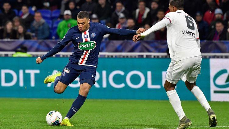 Kylian Mbappé a réalisé un triplé, le 4 mars 2020, lors de la demi-finale de la Coupe de France entre le PSG et l'Olympique lyonnais. (PHILIPPE DESMAZES / AFP)