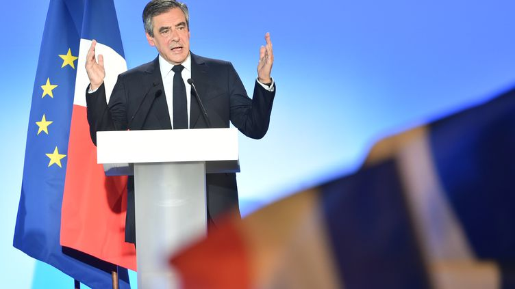 François Fillon participe à un meeting de campagne, le 18 avril 2017, à Lille. (PHILIPPE HUGUEN / AFP)