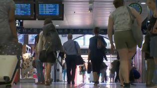 Le réseau SNCF est perturbé à cause des violents orages qui s'abattent sur la France depuis lundi 1er juillet, notamment dans la région Auvergne-Rhône-Alpes. (FRANCE 2)