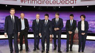 Les sept candidats à la primaire de la gauche, lors du premier débat, le 12 janvier 2016. (PHILIPPE WOJAZER / AFP)