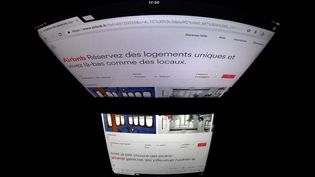Capture d'écran du site Airbnb, le 2 mars 2017, à Paris. (LIONEL BONAVENTURE / AFP)