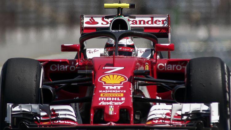 """Un """"halo"""" protège la tête du pilote de cette Formule 1.  (MIGUEL SCHINCARIOL / AFP)"""