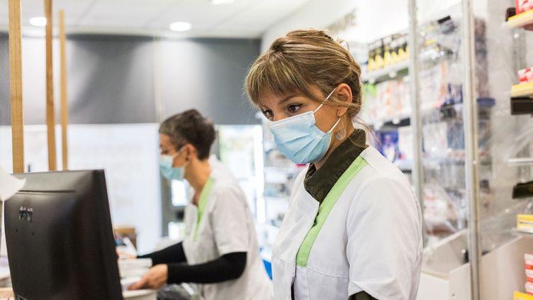 Les métiers de la santé attirent les Français qui souhaitent se reconvertir. Photo d'illustration. (BURGER / PHANIE)