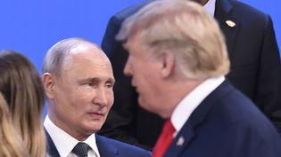 Le président russe Vladimir Poutine (à g.) et le président américain Donald Trump, le 30 novembre 2018. (SAUL LOEB / AFP)