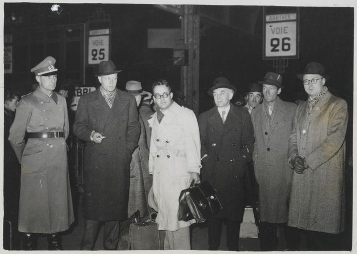 Le retour des écrivains ayant participé au voyage en Allemagne, en gare de l'Est  (Archives nationales / Alain Berry)