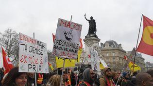 Maifestation des cheminots contre la réforme de la SNCF voulue par le gouvernement, place de la Bastille à Paris, le 22 mars 2018. (ALAIN JOCARD / AFP)