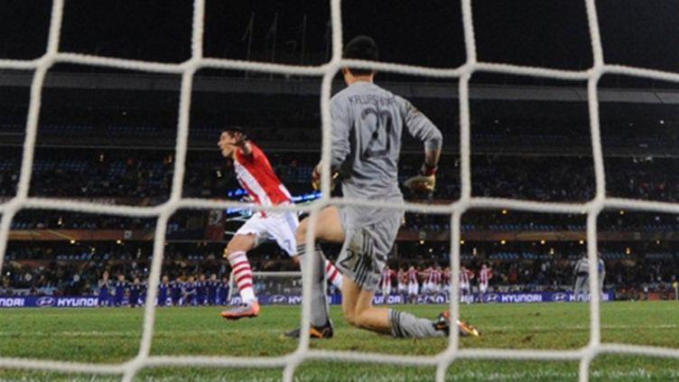 Cardozo (Paraguay) fou de joie après son tir au but décisif face au Japon (PIERRE-PHILIPPE MARCOU / AFP)