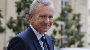 Le président de LVMH Bernard Arnault quitte l'Hôtel Matignon à Paris après une réunion avec le Premier Ministre français Jean-Marc Ayrault, le 5 septembre 2012. (FRANCOIS GUILLOT / AFP)