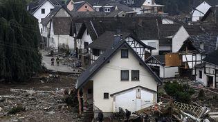 Des maisons ravagées par les inondations à Schuld, dans l'ouest de l'Allemagne, le 17 juillet 2021. (CHRISTOF STACHE / AFP)