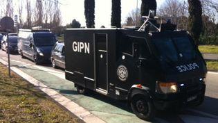 Un véhicule du GIPN intervient dans la cité de la Castellane à Marseille (Bouches-du-Rhône) le 9 février 2015. ( FRANCE 3)