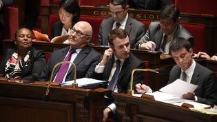 Le gouvernement, dissipé, pendant les débats sur la motion de censure visant la loi Macron, à l'Assemblée nationale, à Paris, le 19 février 2015. (MARTIN BUREAU / AFP)
