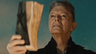 "David Bowie dans le clip de ""Blackstar"".  (saisie ecran)"