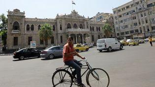 Un Syrien sur une bicyclette, à Damas en Syrie, le 5 septembre 2013. (LOUAI BESHARA / AFP)