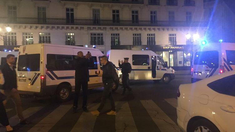 Uneattaque au couteau a été perpétrée près de la place de l'Opéra à Paris, dans la soirée du 12 mai 2018. (CLEMENT LE GOFF / FRANCE 2)