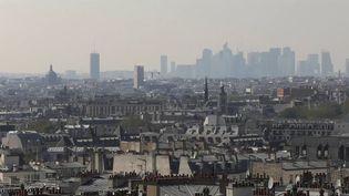 La crise du Covid-19, les confinements successifs et le télétravail ont poussé des citadins à quitter les centres-villes quand ils le pouvaient. À Paris, la désertion a pris une ampleur inédite. (FRANCE 2)