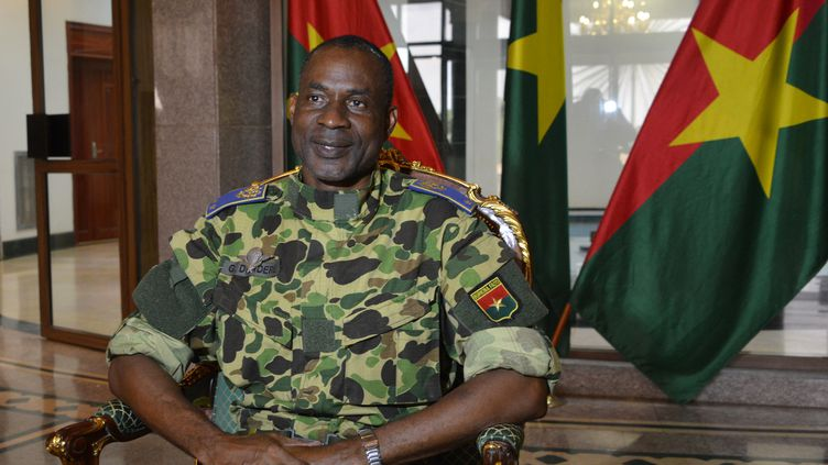 Le généralGilbert Diendéré, photographié au palais présidentiel pendant le coup d'Etat, à Ouagadougou (Burkina Faso), le 17 septembre 2015. (AHMED OUOBA / AFP)