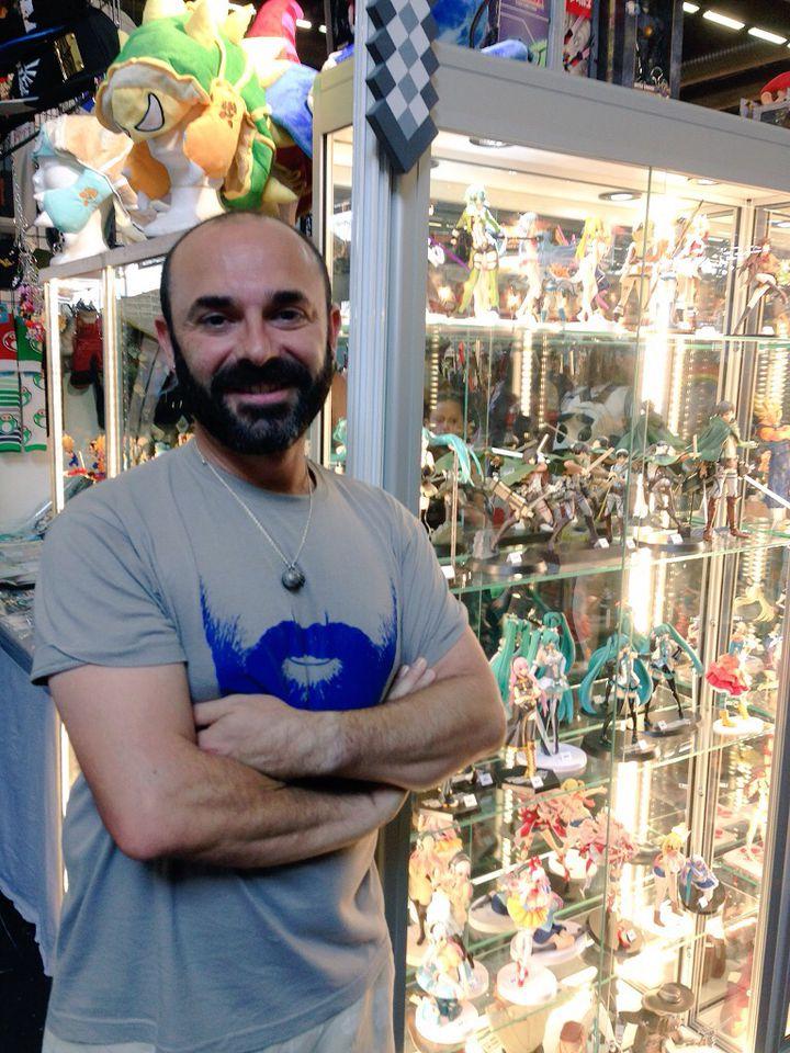 """Francis, 45 ans, collectionneur de figurines issues du manga """"Les Chevaliers du Zodiac"""", à la Japan Expo, le 3 juillet 2015 à Villepinte (Seine-Saint-Denis). (CAMILLE ADAOUST / Francetv info)"""