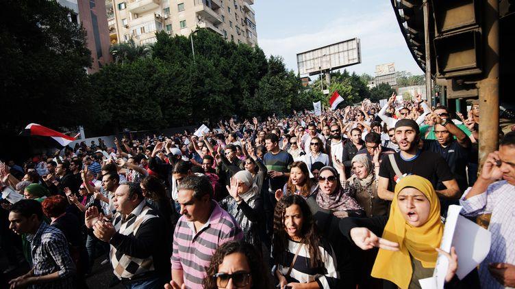 Des milliers d'Egyptiens manifestent au Caire (Egypte) contre le président islamiste Mohamed Morsi, le 23 novembre 2012. (GIANLUIGI GUERCIA / AFP)