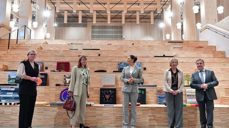 La princesse Victoriavisitele Sara Cultural Centreconstruit en ossaturebois,à Skelleftea, au nord de la Suède, le 2 septembre2021. (JONAS EKSTROMER / TT NEWS AGENCY)