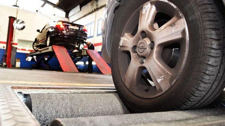 Avec ce nouveau contrôle technique,129 défaillances critiques constatées pourront entrainer une interdiction de rouler. (Maxxppp Philippe Pauchet)
