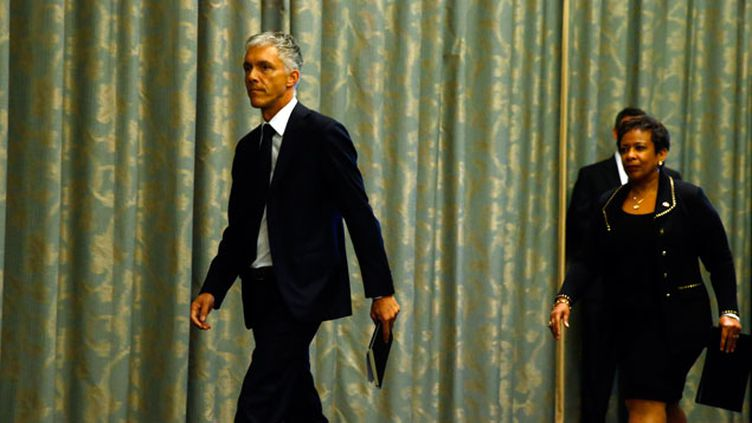 (La ministre de la Justice américaine et le procureur général suisse ont fait le point sur les deux enquêtes en cours © REUTERS   Ruben Sprich)