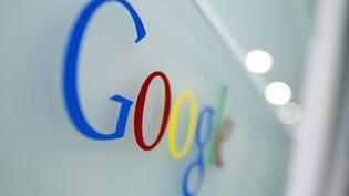 Le logo de Google à son siège de Bruxelles (Belgique), le 23 mars 2010. (VIRGINIA MAYO / AP / SIPA)