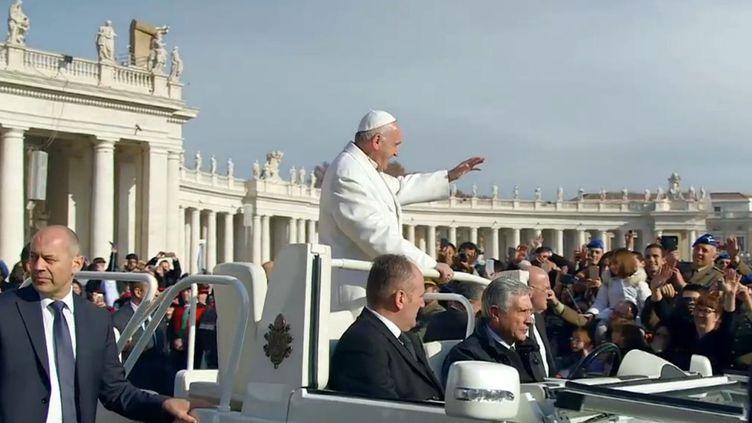 Le pape François s'est engagé à réorganiser en profondeur les opaques finances du Saint-Siège. Un parcours semé d'embûches (L'Angle éco/France 2)