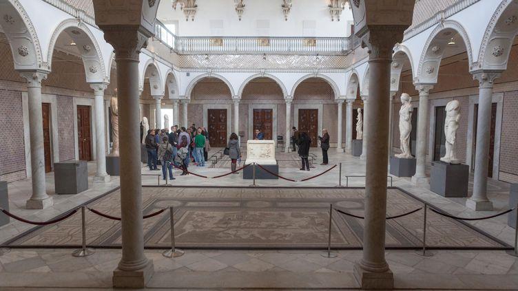 Des visiteurs se promènent dans le musée du Bardo, à Tunis (Tunisie), vendredi 27 mars 2015. (AMINE LANDOULSI / ANADOLU AGENCY / AFP)