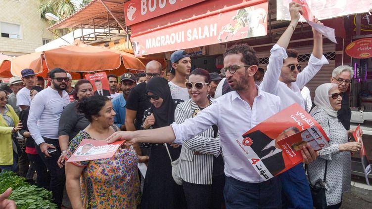 Des supporters deNabil Karoui,candidat au second tour de la présidentielle prévu le 13 octobre en Tunisie, dont la justice a rejeté une nouvelle demande de libération. (FETHI BELAID / AFP)