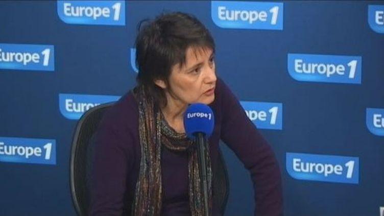 Nathalie Arthaud, la candidate de Lutte ouvrière à la présidentielle, le 10 février 2012 au micro d'Europe 1. (FTVi / EUROPE 1)