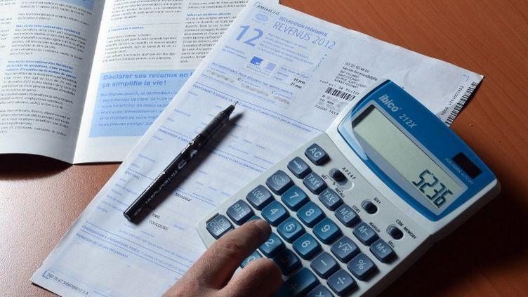 Les parents d'étudiants bénéficient d'une réduction d'impôt sur le revenu de 183 euros par enfant. (MIGUEL MEDINA / AFP)