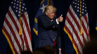 Donald Trump salue ses partisans après un discours à Greenville (Caroline du Nord), le 5 juin 2021. (MELISSA SUE GERRITS / GETTY IMAGES NORTH AMERICA / AFP)