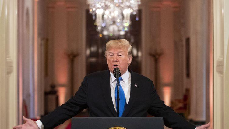Au lendemain des midterms, mercredi 7 novembre, Donald Trump s'est tour à tour montré cajoleur et menaçant vis-à-vis de ses adversaires démocrates. (AL DRAGO / CONSOLIDATED NEWS PHOTO / DPA / AFP)