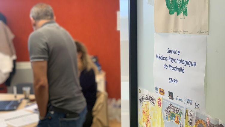Des intervenants dans les locaux de l'Etablissement public de santé mentale de Lille qui suit 3.500 adultes et adolescents. (ANNE-LAURE DAGNET / RADIO FRANCE)