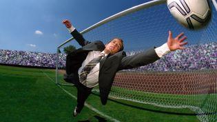 Les dirigeants du foot français croient de plus en plus fermement que seuls des investisseurs étrangers peuvent faire décoller ce sport dans l'Hexagone. (GETTY IMAGES)