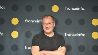 """Philippe Faucon, réalisateur de la série """"Fiertés"""" sur Arte. (JEAN-CHRISTOPHE BOURDILLAT / RADIO FRANCE)"""