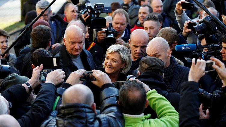 Marine Le Pen, la présidente du Front national, en visite dans le village d'Ecouis (Eure), le 6 janvier 2017. (CHARLY TRIBALLEAU / AFP)
