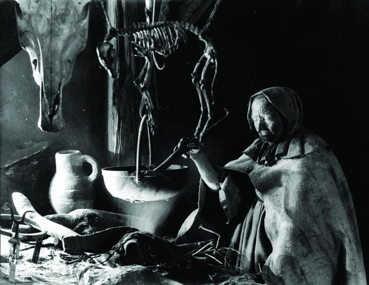 """Une sorcière d'""""Haxan - La Sorcellerie à travers les âges"""" de Benjamin Christensen (1922). (POTEMKINE FILMS)"""