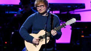 Le chanteur Ed Sheeran lors de la cérémonie des Grammy Awards, à New York (Etats-Unis), le 30 janvier 2018. (NOAM GALAI / GETTY IMAGES NORTH AMERICA / AFP)