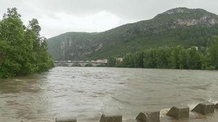 Il a énormément plu dans le Gard jeudi 11 juin. Un épisode cévenol de cet ampleur n'avait pas été enregistré depuis 1981. La pluie ne va pas s'arrêter. La vigilance est en cours jusqu'à 21 heures vendredi 12 juin. (France 3)