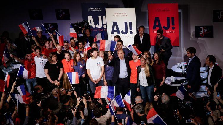"""Des militants des """"Jeunes avec Juppé"""" lors d'un meeting avec leur mentor, le 8 octobre 2016, à Malakoff (Hauts-de-Seine). (MAXPPP)"""