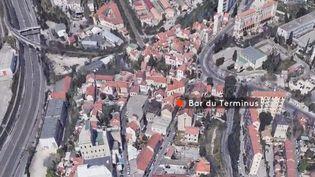 À Marseille (Bouches-du-Rhône), une fusillade a éclaté dans un bar jeudi 31 octobre. Six personnes ont été blessées, l'une est dans un état grave. (FRANCE 2)