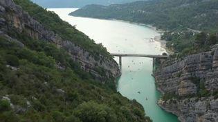 Lieu très visité par les touristes, les Gorges du Verdon (Var) sont désormais un site protégé, un statut obtenu au bout de longues batailles juridiques. (France 2)