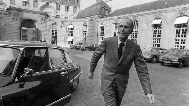 Valery Giscard d'Estaing, quittant Matignon à Paris, le 8 avril 1974. (- / AFP)