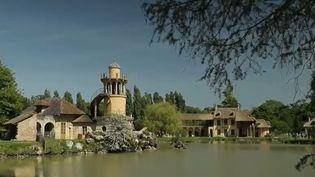 Le hameau de la Reine, dans lequel vivait Marie-Antoinette, à Versailles (Yvelines). (FRANCE 2)