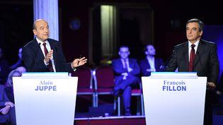 Les deux finalistes de la primaire à droite, Alain Juppé et François Fillon, le 3 novembre 2016. (ERIC FEFERBERG / AFP)